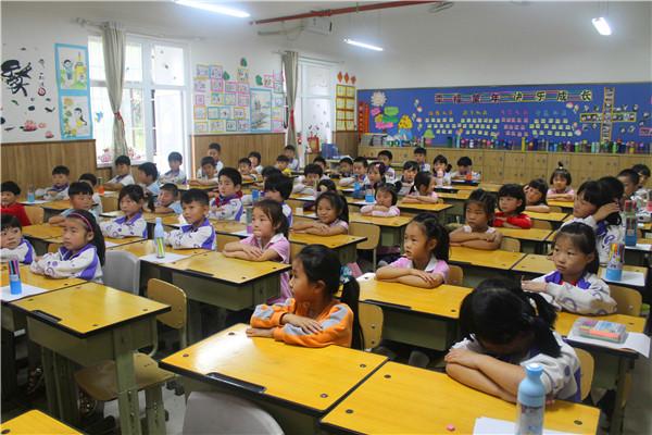 虞城县实验幼儿园商外分园-体验小学课堂 感受别样精彩